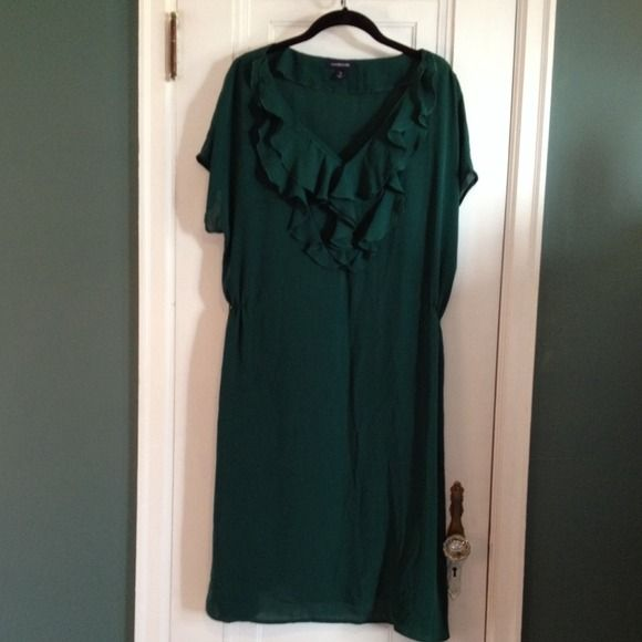 Green goddess dress Somewhere between Jade and forest green dress. Ruffled collar and gathering at the waist to give you shape. Fully lined with removable green slip underneath that snaps into place. 🚫No trades, no PP, no holds🚫 Please make a *reasonable* offer! ✅Great deals on bundles!✅ Lands End Dresses