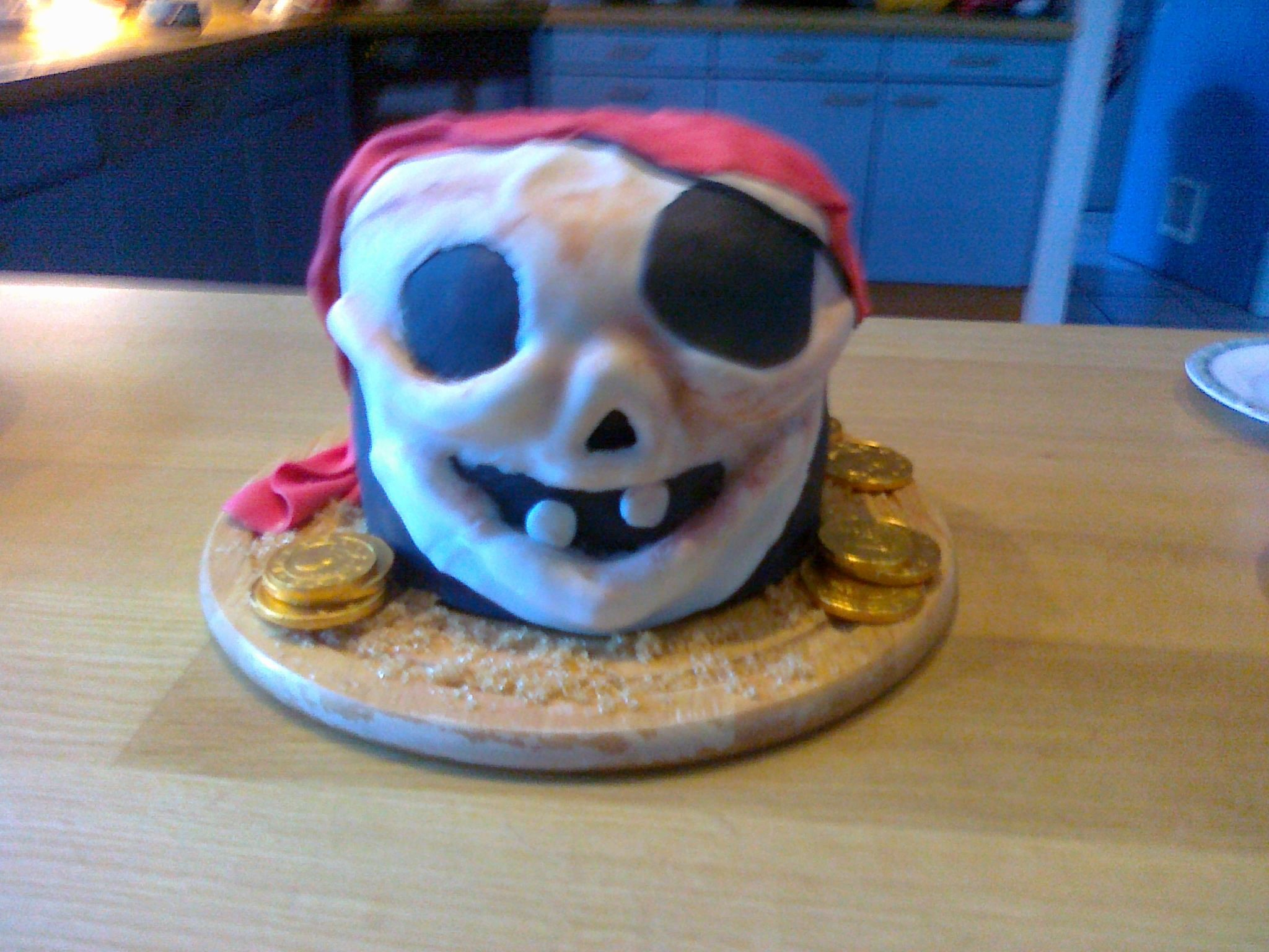 Piratecake. Made for my brother's birthday. Filled with mocca, chocolate, caramel and crunchies.