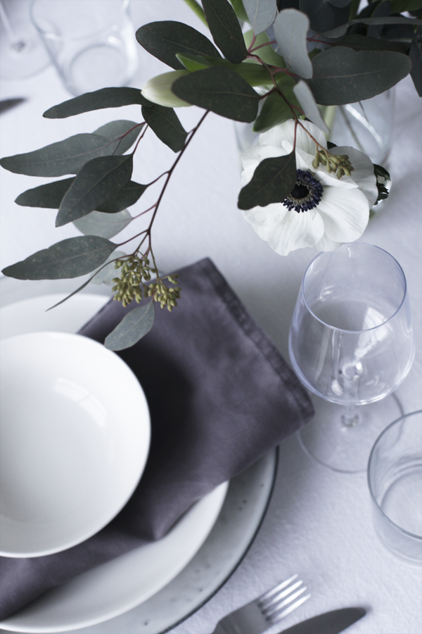 White poppies for a modern black and white tablescape look. Add white LED…