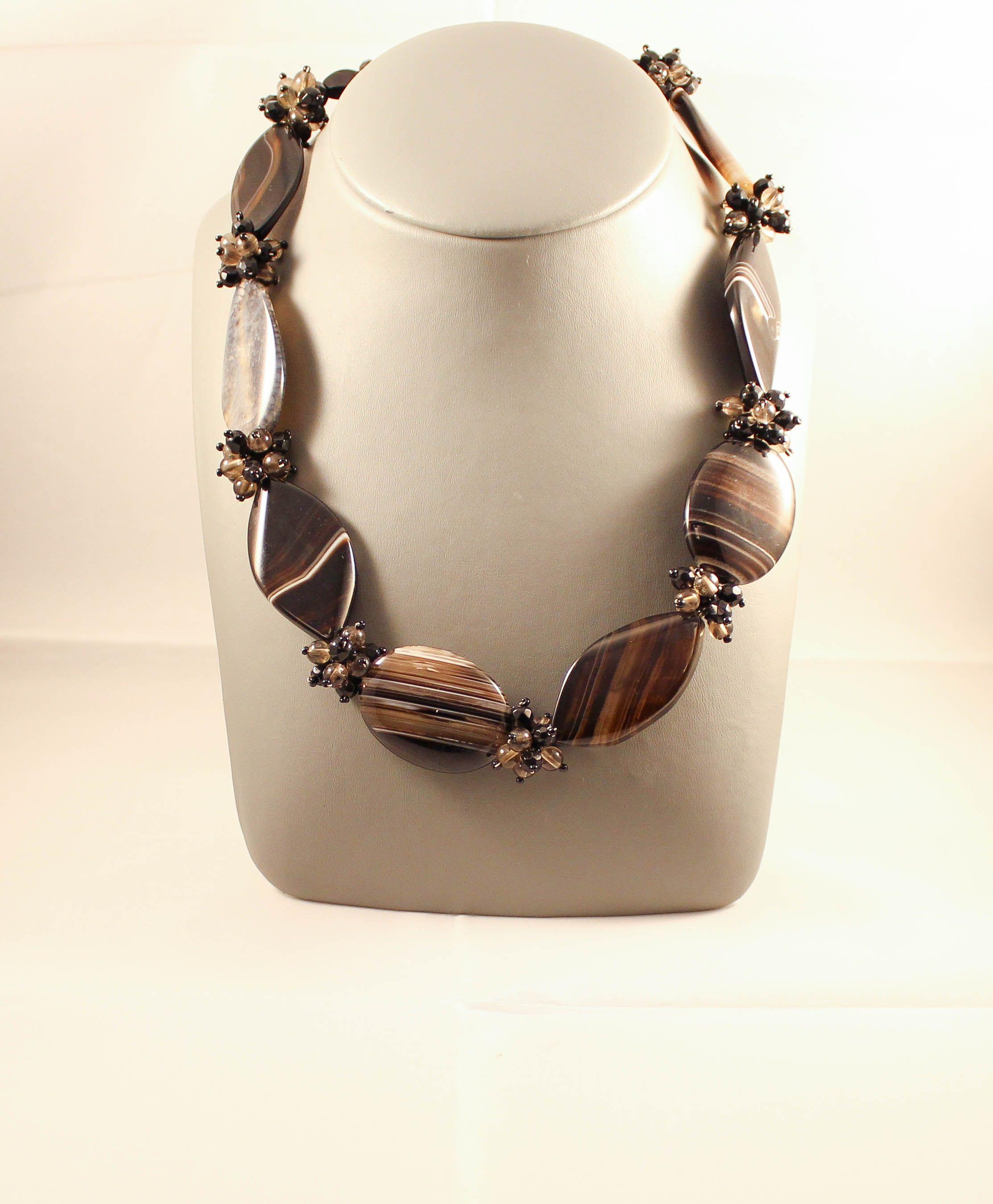Collar de piedras marrones.http://marberaltabisuteria.mitiendy.com/categorias/collares