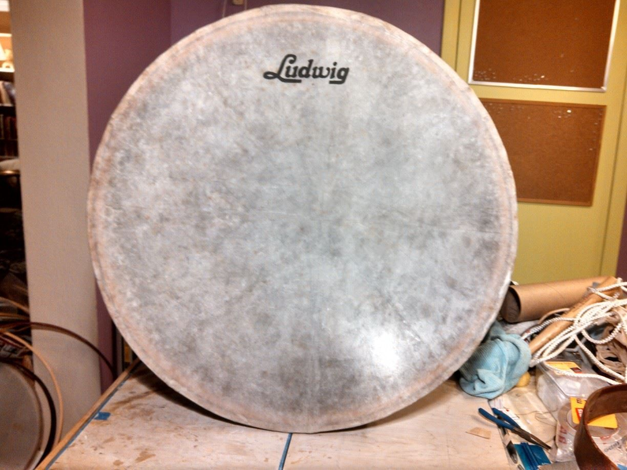 26 new calfskin drum head with hand painted ludwig script logo calfskin goat skin drumheads. Black Bedroom Furniture Sets. Home Design Ideas