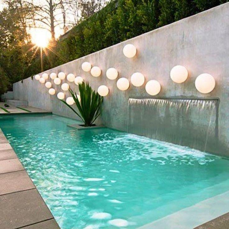 Cascada piscina moderna buscar con google pool for Patios de casas modernas con piscina