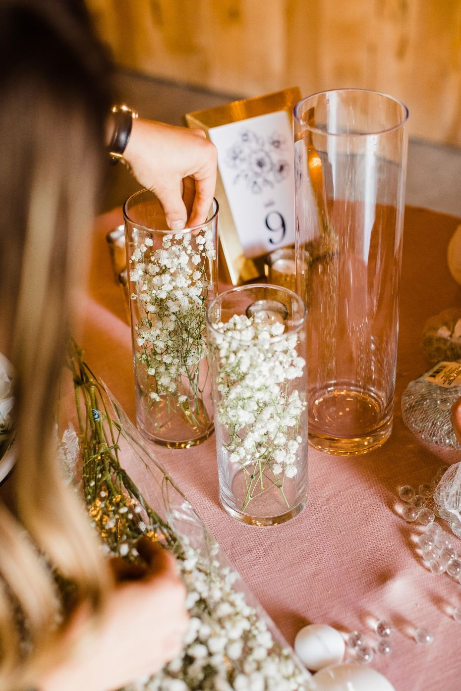 DIY wedding reception centerpieces baby's breath#diy #weddingplanning #receptiondecor #diyreception #reception #indoorwedding #outdoorwedding #budget #weddingbudget #diyflowers #fiftyflowers #ad