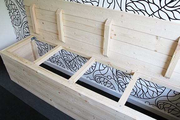 Kök: platsbyggd sittbänk med förvaring