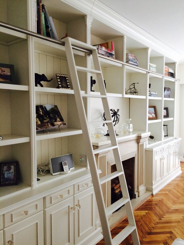 Biblioteca blanca con escalera white bookshelf with for Escalera libreria