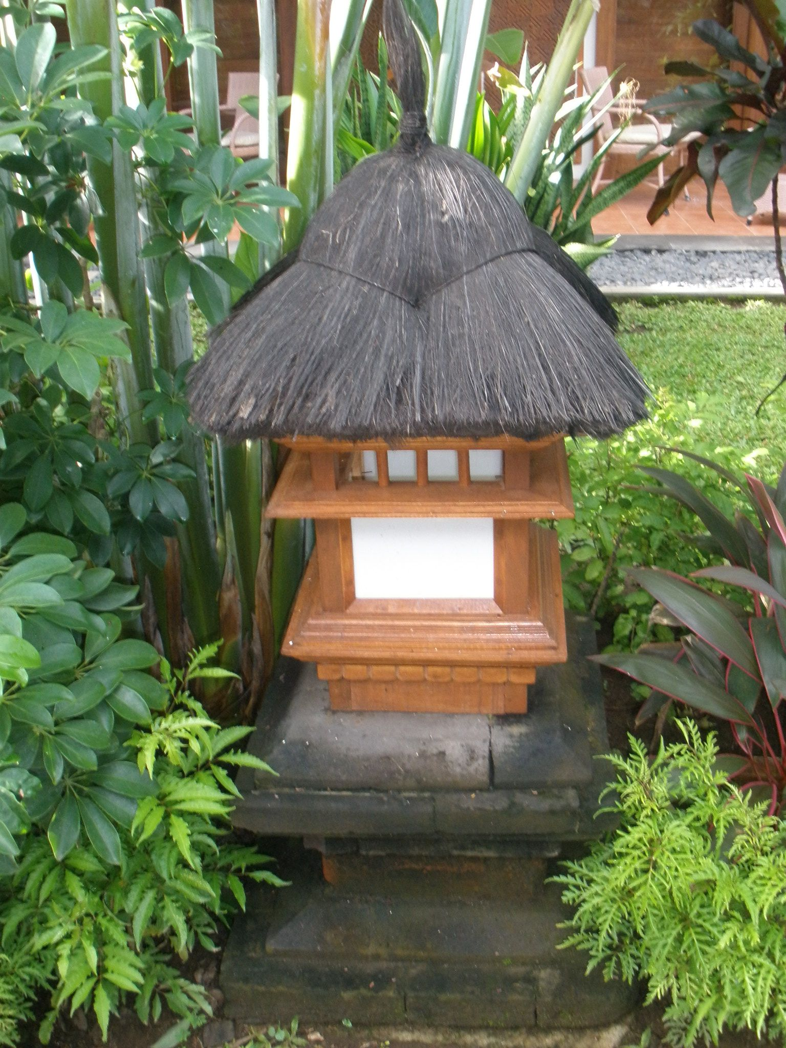 Indonesian garden lamp. I\'ve managed to get my hands on 3 different ...