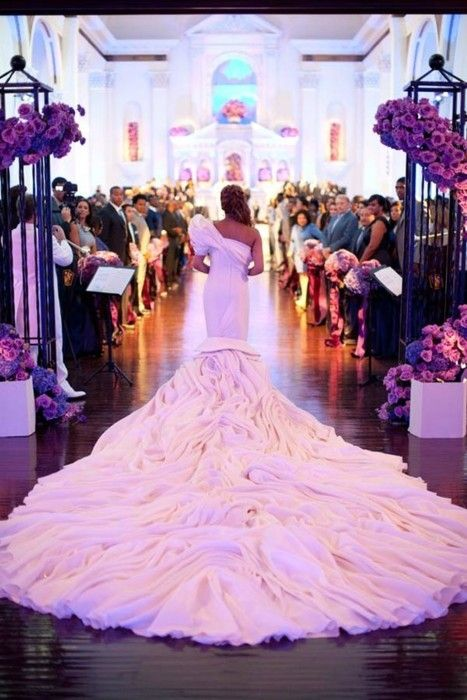 Incredible trail-wedding dress-ceremony