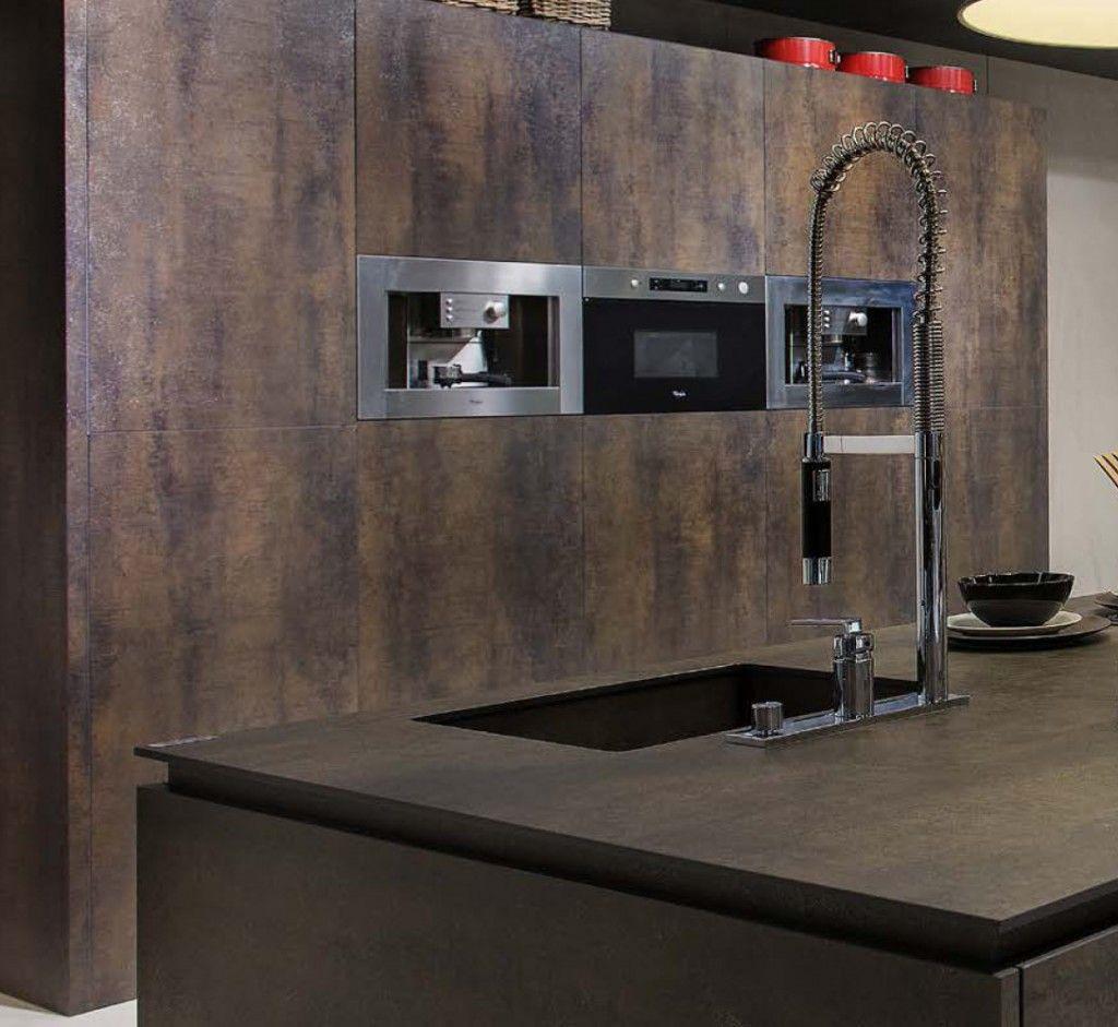 Unsere Iron Grey Arbeitsplatten Sind Ausserst Fest Dank Unserer Keramik Iron Grey Arbeitsplatten Wird Ihre Kuche Zum Wohlfu Stone Kitchen Worktop Stone Kitchen