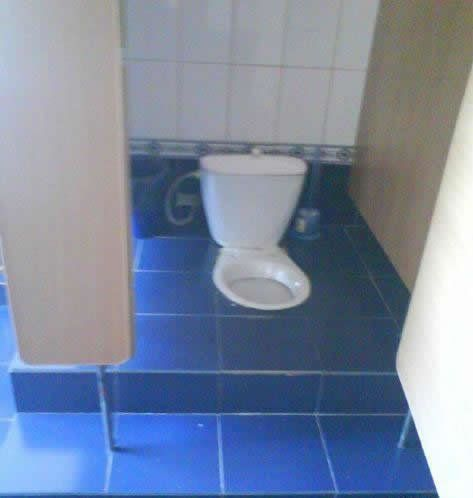mau duduk atau lesehan bebas...yang penting jangan lupa di flush