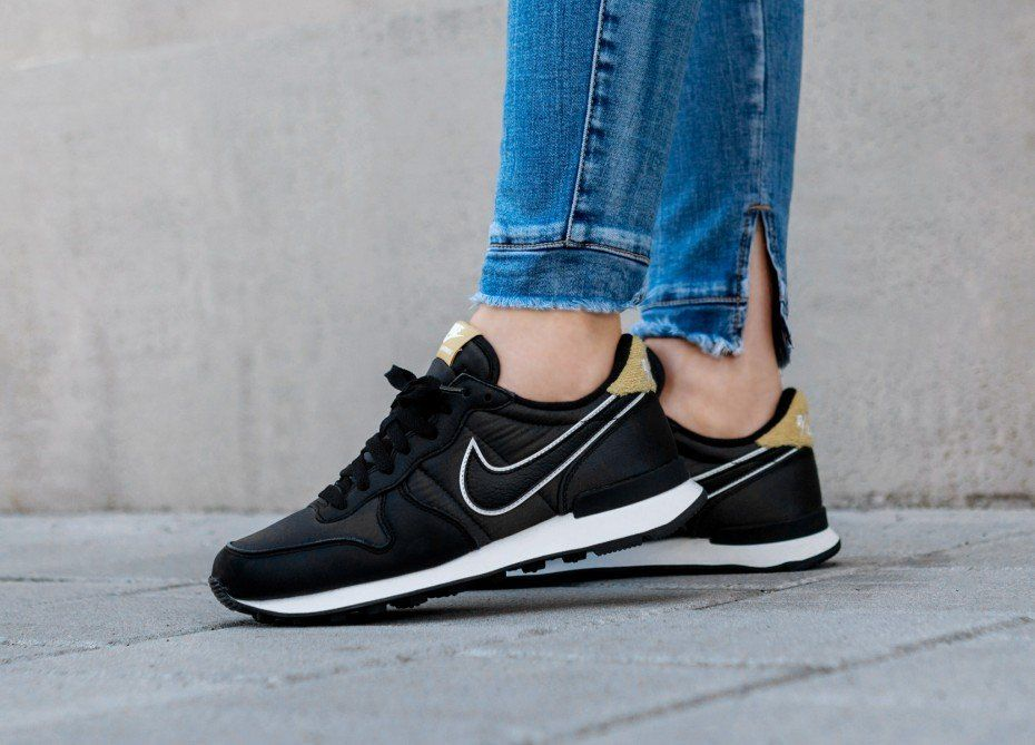 the best attitude 13f49 95fbe Nike Wmns Internationalist Heat (Black   Black - Wheat Gold)