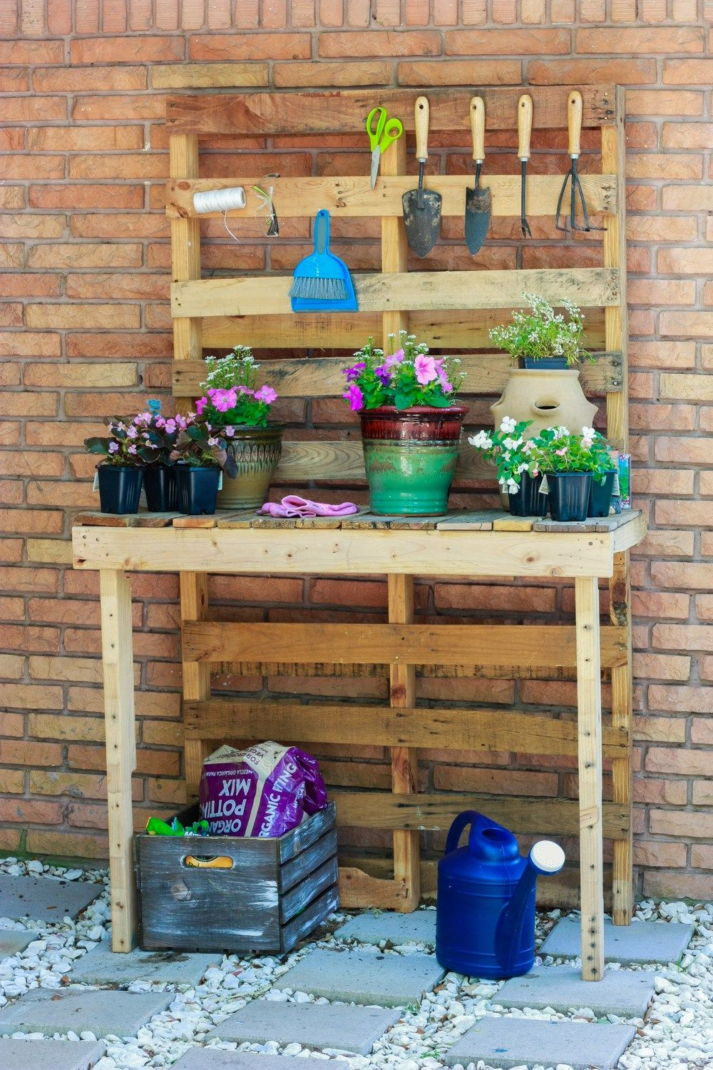 Diy Potting Bench With Images Pallet Garden Benches Potting