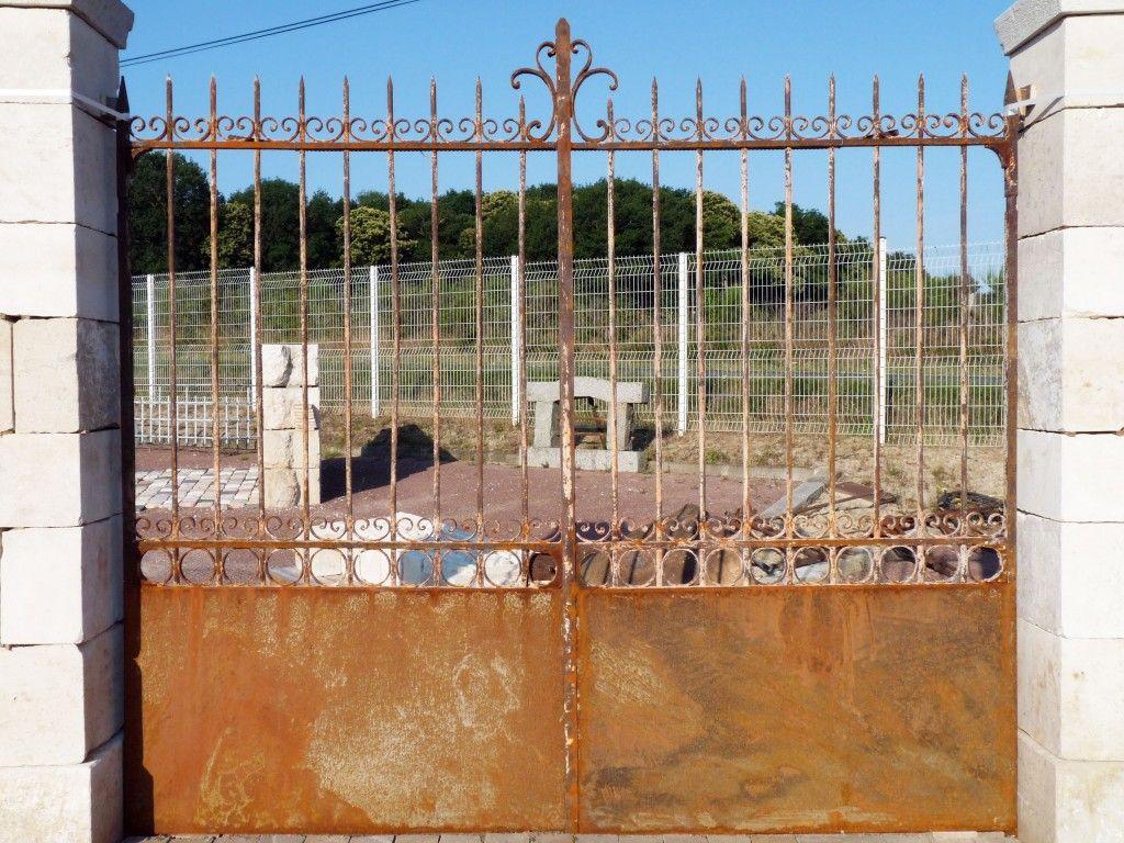 Portail grille fer forg portail ancien pilier antique gates pillars pinterest for Portail grille fer forge