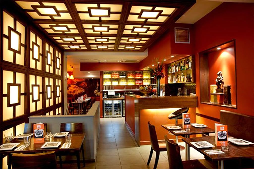 Amazingly Cozy But Simple Interior Restaurant Designed Inspired Asia With Wooden Furnit Restaurant Interior Design Restaurant Interior Hospital Interior Design