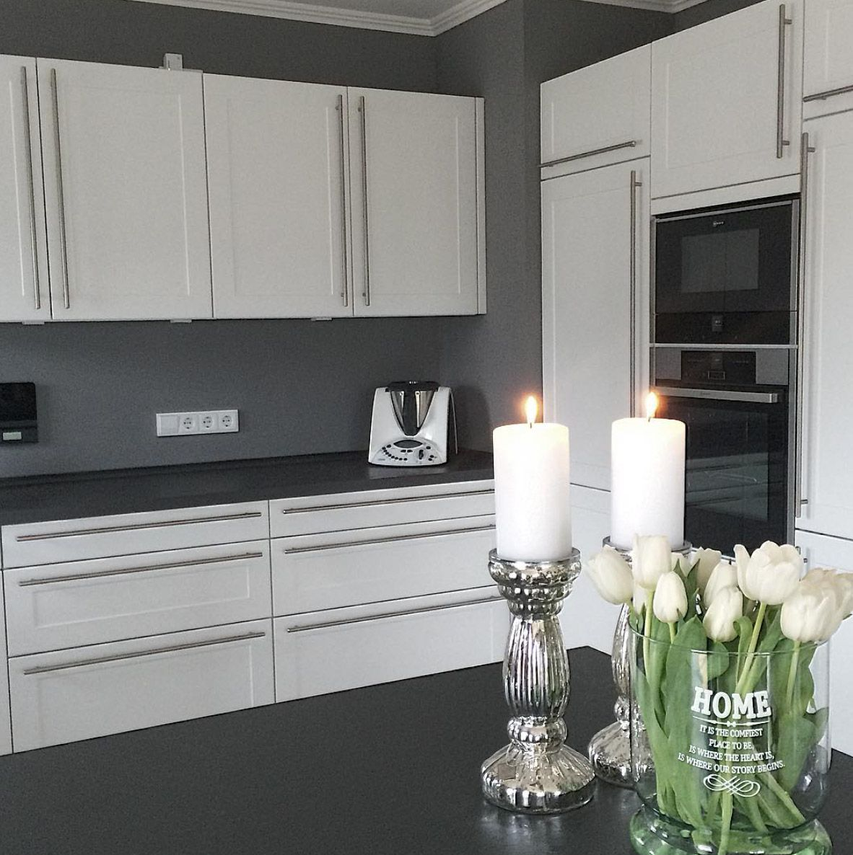weisse-moderne-kueche-graue-waende | Küche | Pinterest | weiße ...