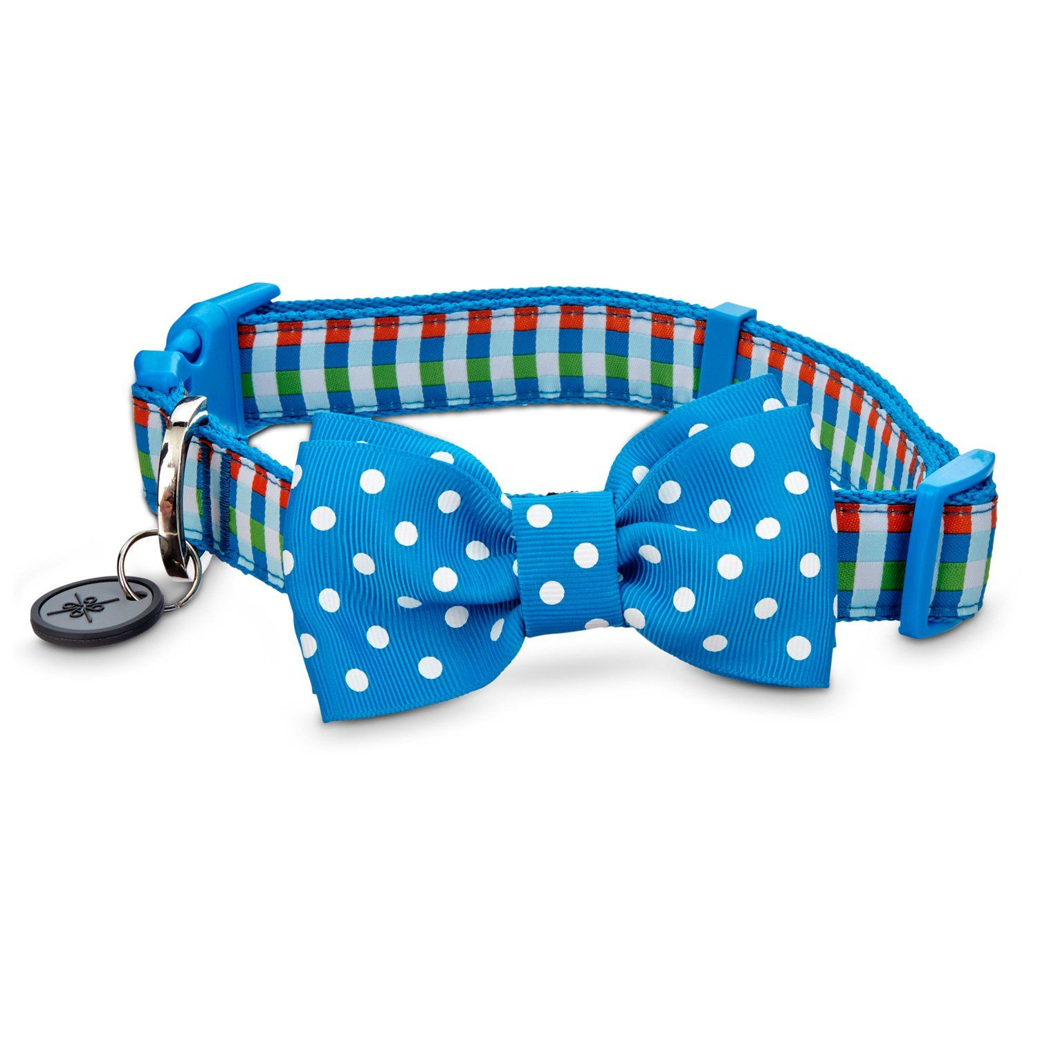 Dog collar featuring a bow tie. Comes with a tag muffler