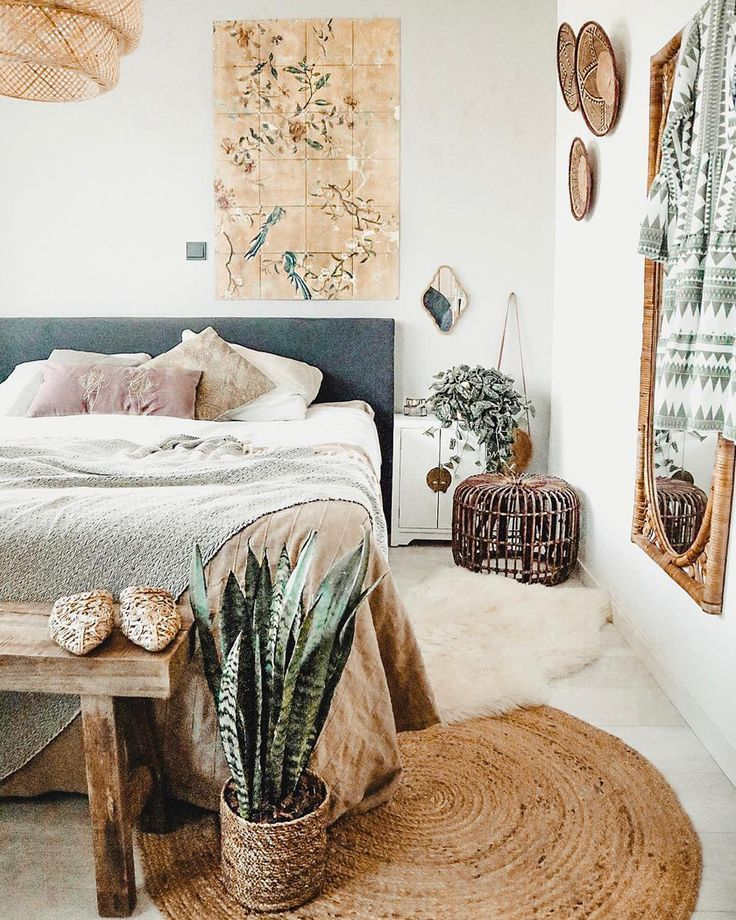 natural jute round rug bedroom - a mix of mid-century modern, bohemian, and industrial interior