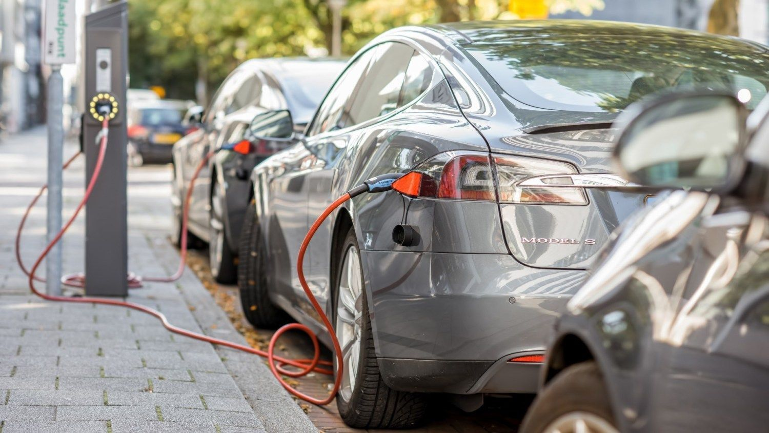 Government DOUBLES funding for electric car street