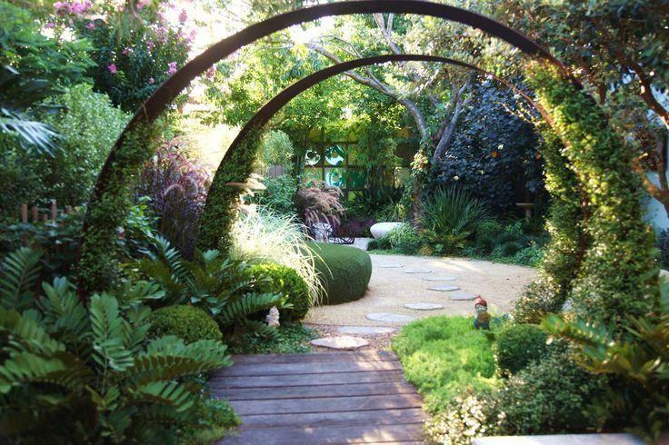 Contemporary garden idea   Contemporary garden, Garden ...