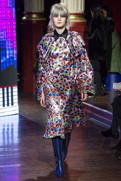 See the complete Kenzo Fall 2016 Ready-to-Wear collection.