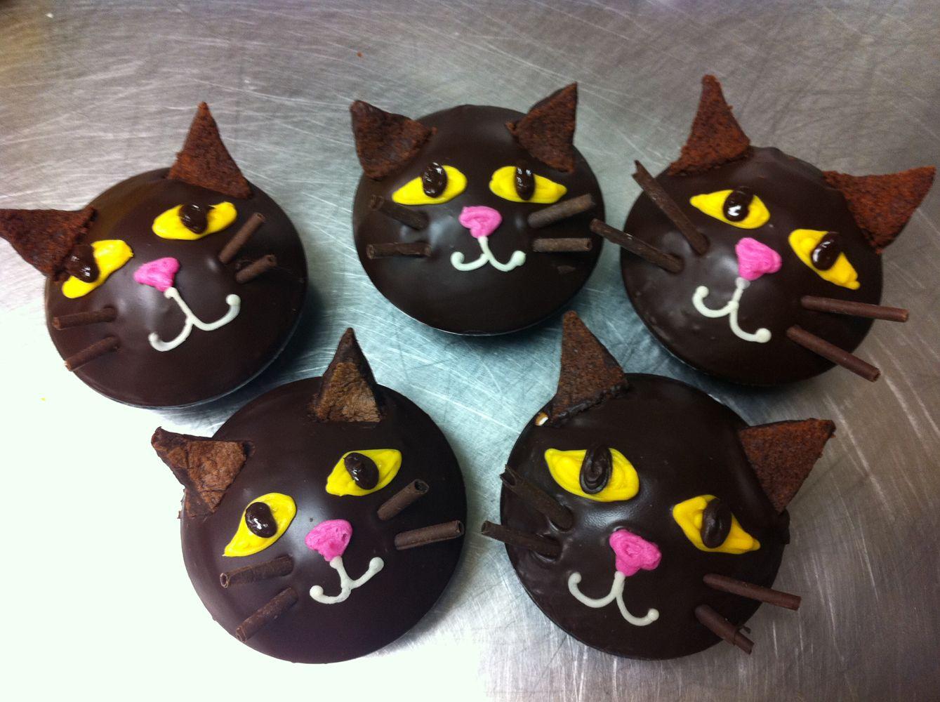 Halloween Black Cat Cupcakes Link Is Broken Just Pinning