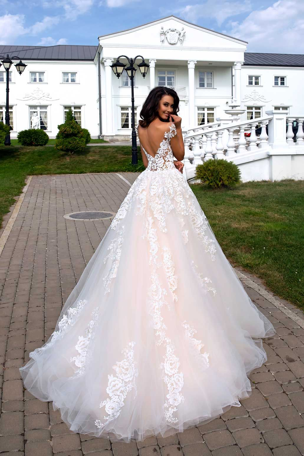 Brautmode Tina Valerdi  Brautkleid Divina in 17  Kleid