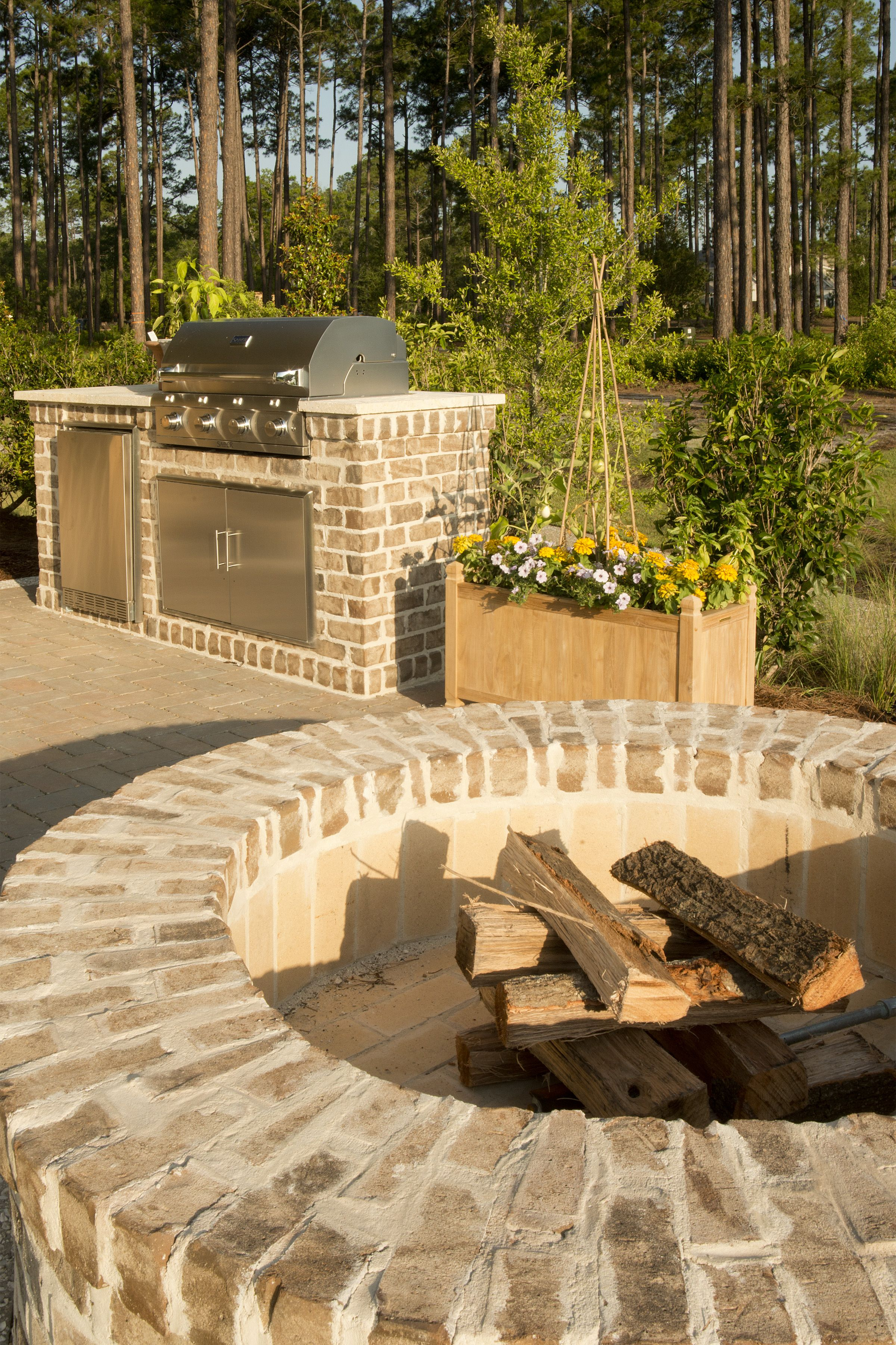 Fire pit and outdoor kitchen luxury real estate south for Fire pit ideas outdoor living