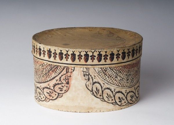 Small wallpaper band box with swag decoration and lid with acorn and oak leaf banding