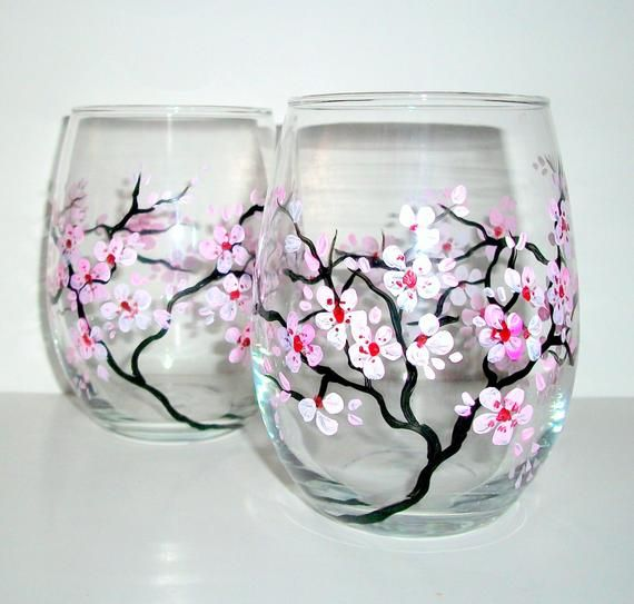 Ähnliche Artikel wie Hand Painted Wine Glasses Spring Wedding Cherry Blossoms Set of 2 / 20 oz. Stemless Wine Glasses Wedding Anniversary Pink Light Pink White auf Etsy