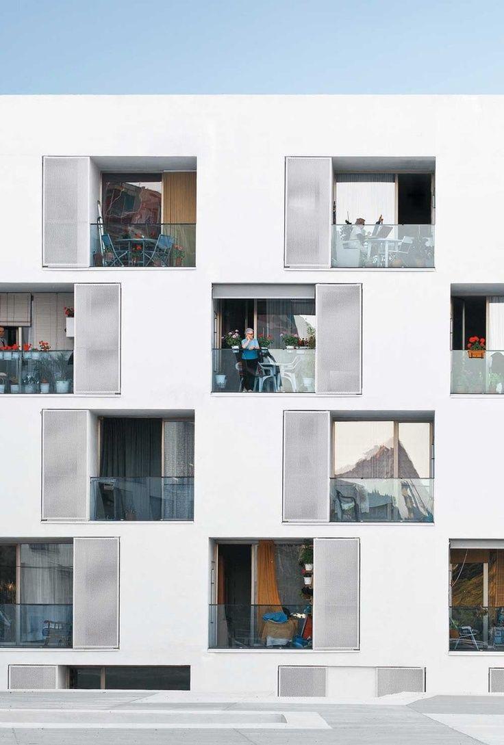 sozialer wohnungsbau f r senioren in barcelona facade in layers pinterest wohnungsbau. Black Bedroom Furniture Sets. Home Design Ideas