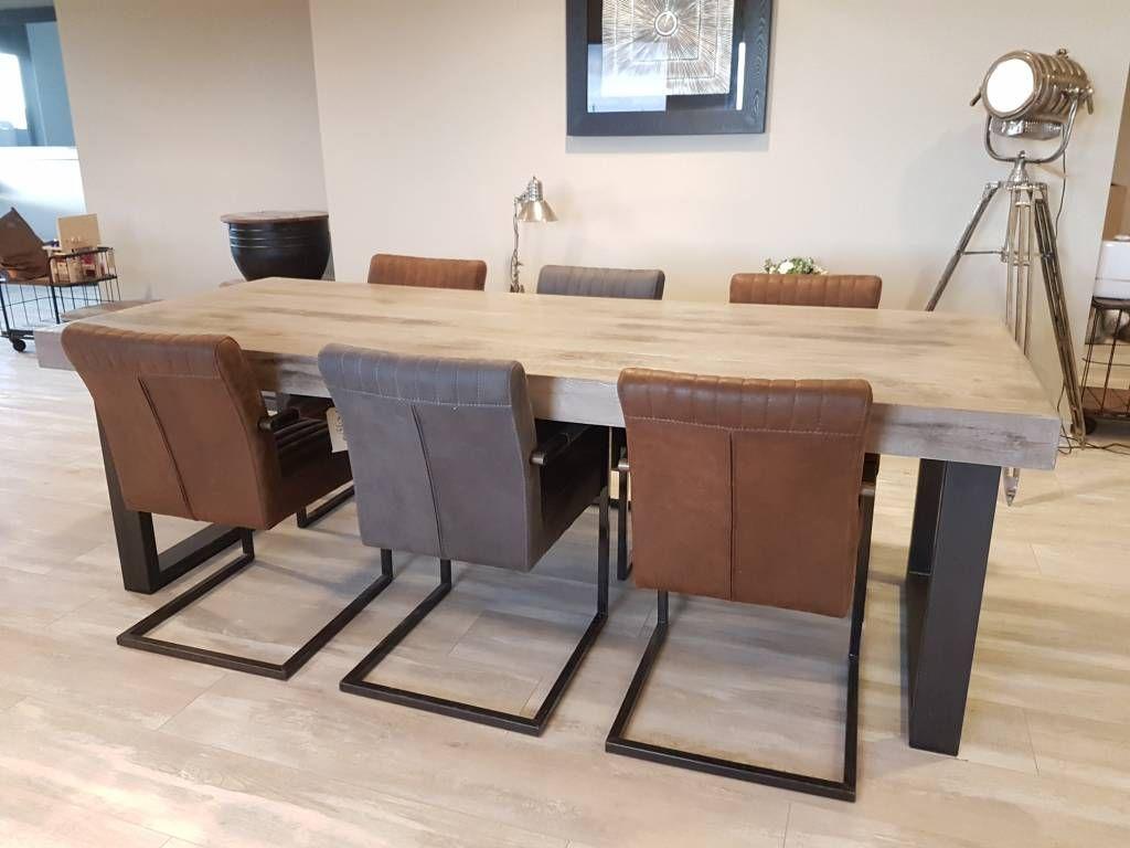 Tafel beton ciré firma hout & staal maatmeubelen jídelna