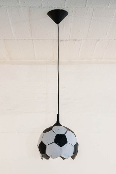 fu ball lampe upcycling von topf und deckel auf dawanda. Black Bedroom Furniture Sets. Home Design Ideas
