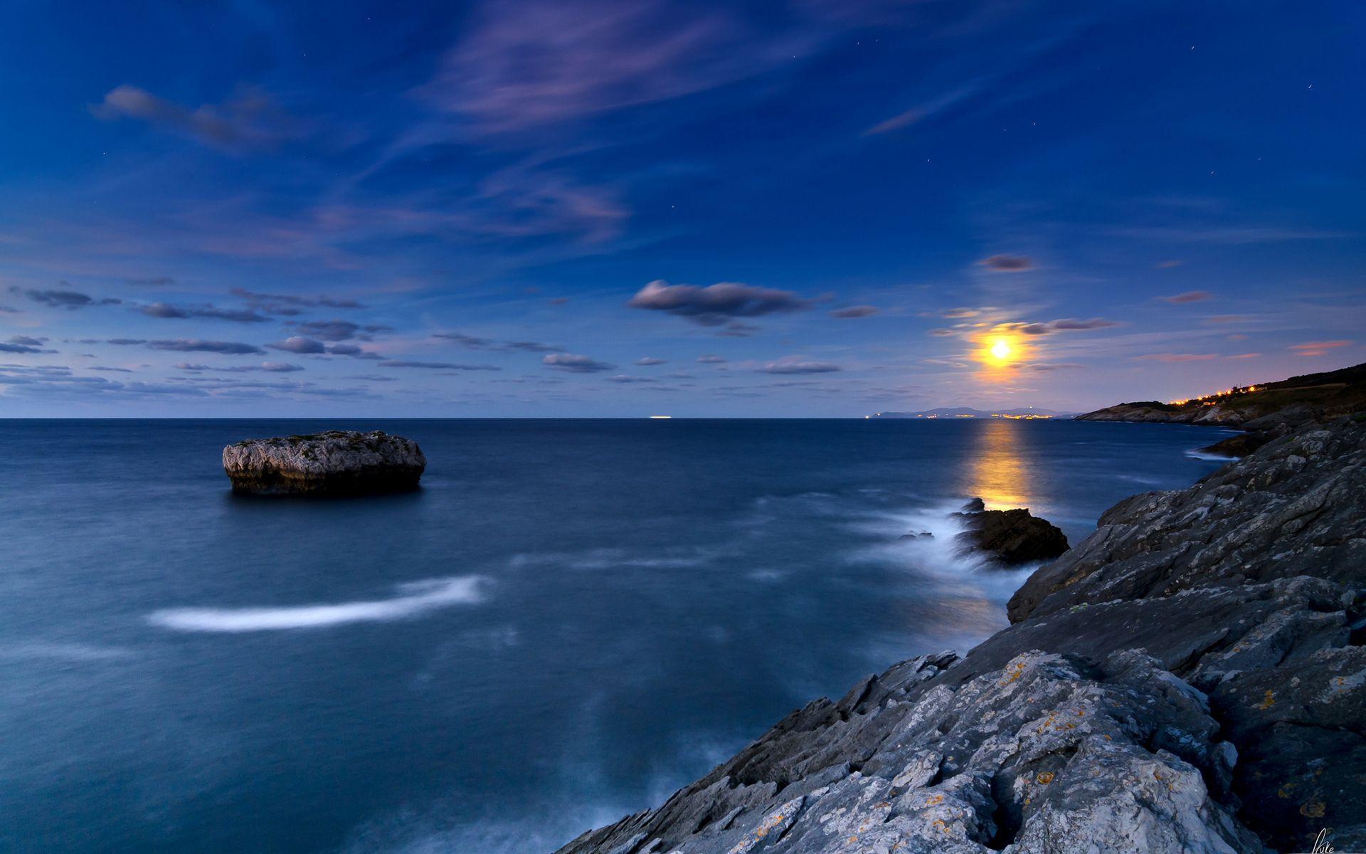 Wonderful Rocky Shore Under The Stars wallpaper free
