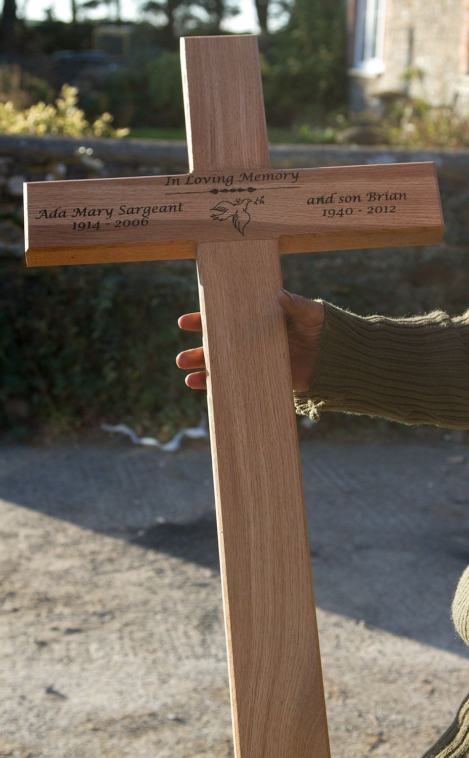 Pin By The Sign Maker On Wooden Memorials Wooden Diy