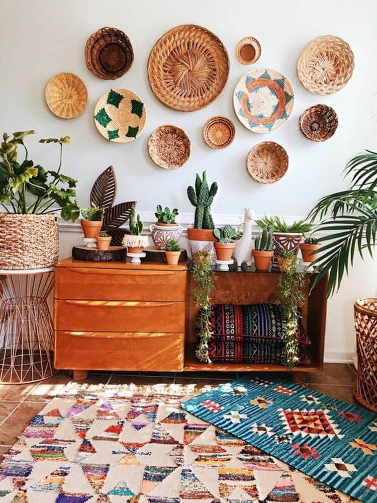 hippie home decor #homedecor This wooden entry table with baskets decoration over the wall is a stylish ottoman. The entrance table is the ideal stature for a home or boho home entrance. These multiple retro printed rugs gives a slick and inventive approach to conceal close by basics far out, situate extra visitors and hurl your feet ing a difficult day.