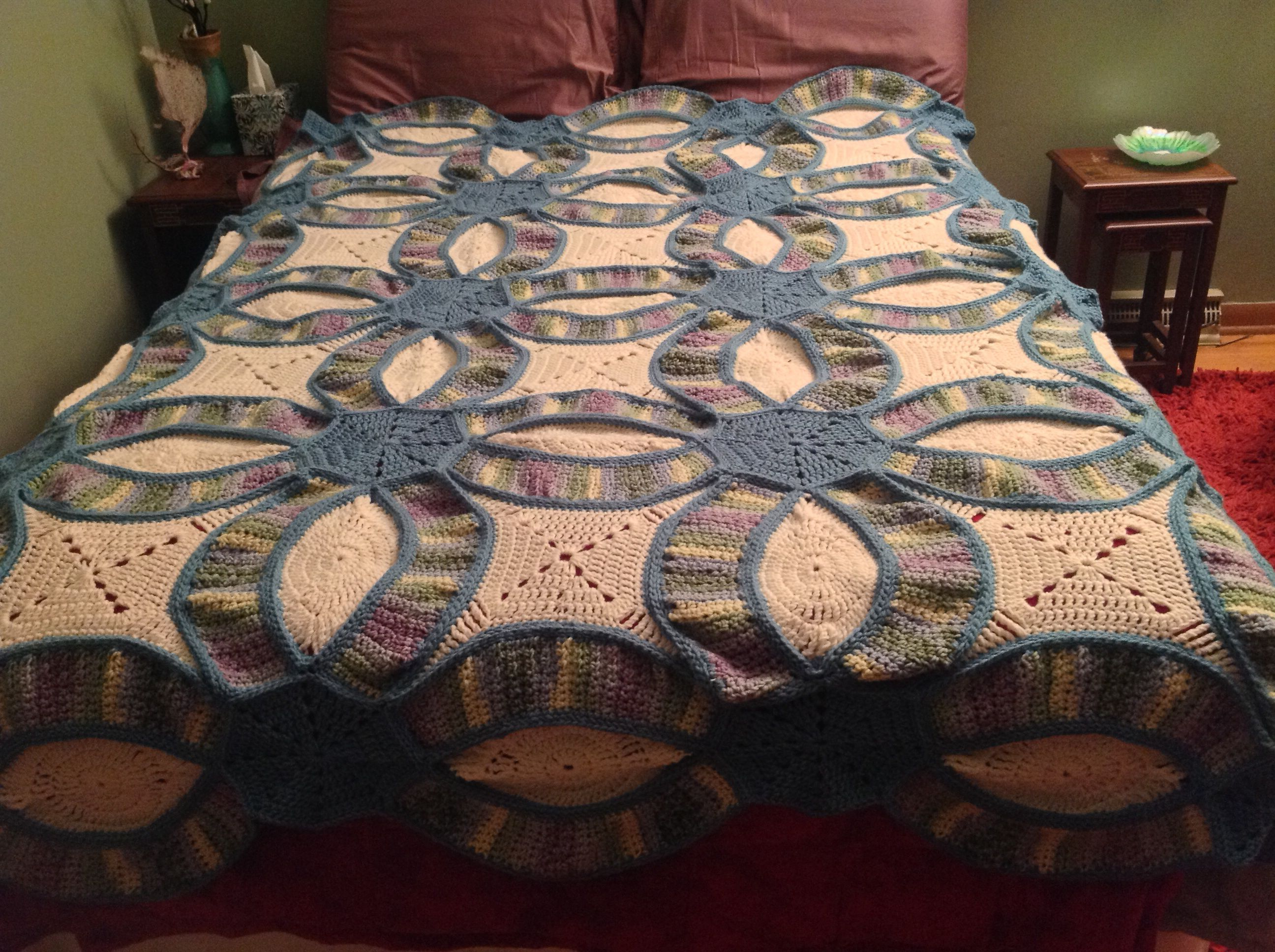 Crochet Double Wedding ring quilt. Queen size, shown on