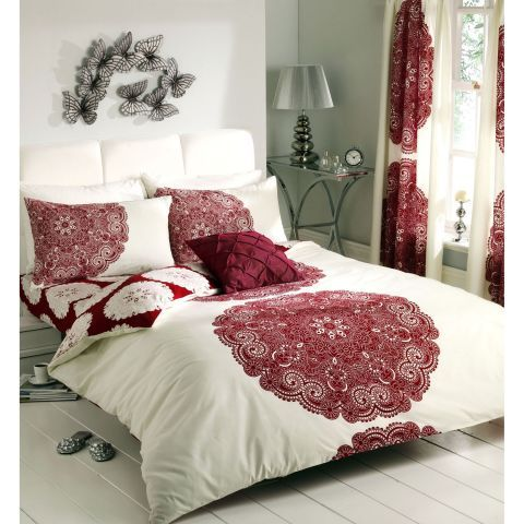 Gaveno Cavailia Manhattan Complete Bedding Set With Curtains In Cream And Deep Red Beddingw Living Room Decor Fireplace Complete Bedding Set Duvet Cover Sets