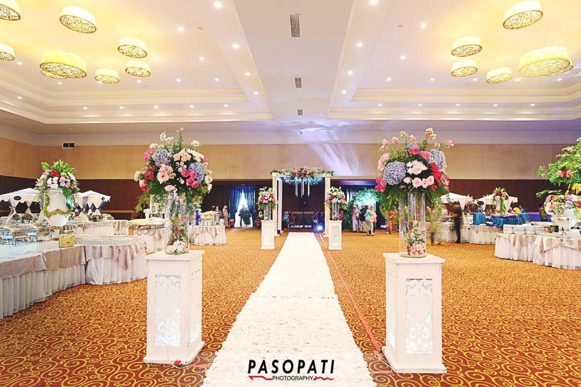 Gedung Sasana Kriya Tmii Traditional Wedding Photo Pinterest
