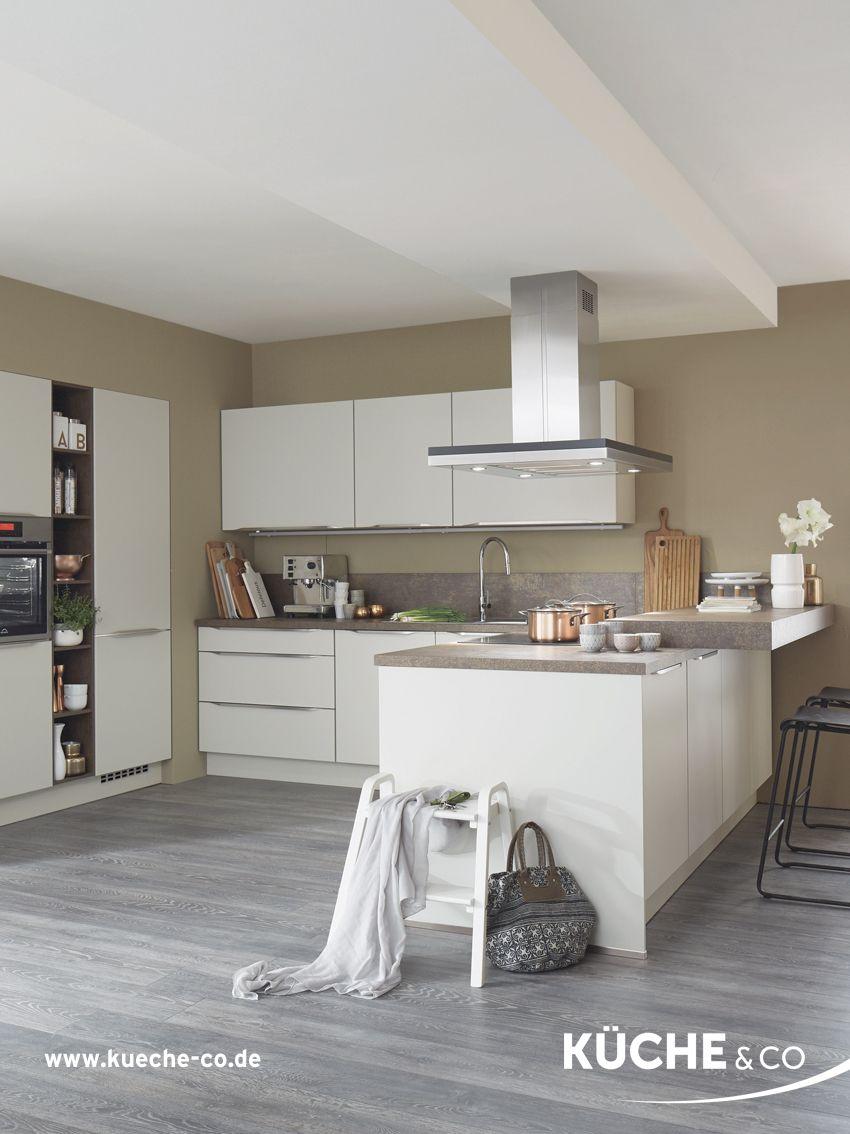 Moderne Kuche In Magnolia Supermatt Kuche Ordnungsliebe Wohnung Kuche Kuchendesign Und Moderne Kuche