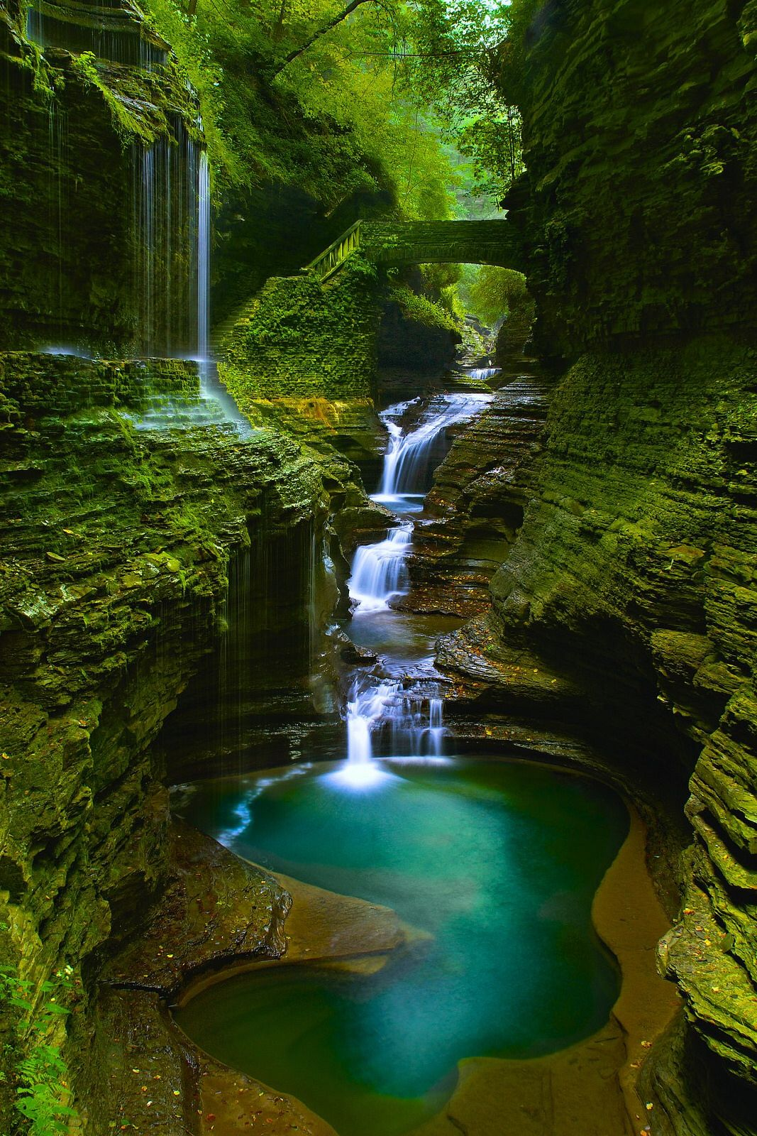 Rainbow Falls_Watkins Glen State Park, New York This place is usually filled with people. The best time to take photos without anybody in the pictures is at 7 am before sunrising. Plus, you don't need to pay the $8 entrance fee. waterfalls_pool_stone_bridge