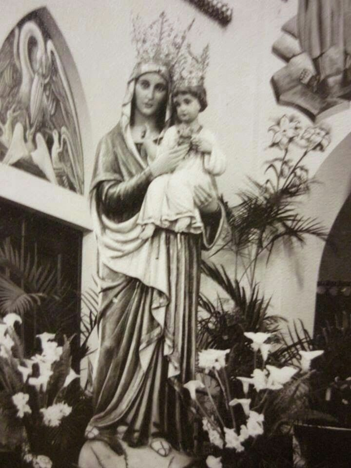 Imagem de Na. Sa. do Ssgrado Coracao em Vila Formosa  SP. Assim esteve no presbiterio do Santuario ha muitos anos. Ela me inspirou um belo sonho e um texto. Acervo do Santuario.