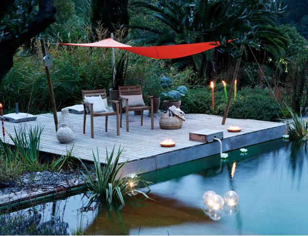 4 d coration de terrasse et jardin chic et choc pinterest planchers en bois boule lumineuse. Black Bedroom Furniture Sets. Home Design Ideas