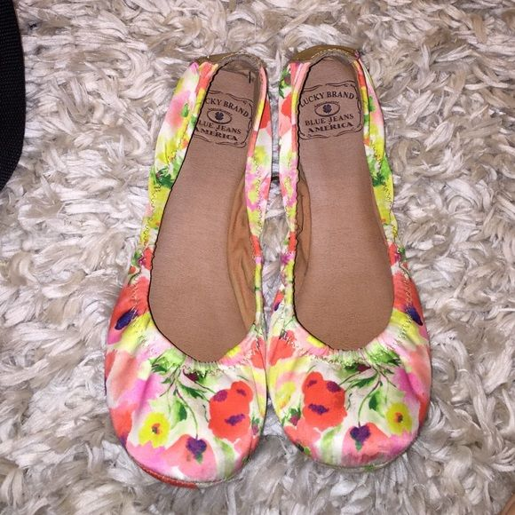 Flats Lucky Brand, super comfy, fits best an 8, but could work for an 8.5. Super sweet floral print, just in time for spring! Gently loved, in good condition with  damage. Lucky Brand Shoes Flats & Loafers