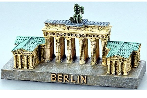 Souvenir Modell Vom Brandenburger Tor In Berlin Mit Seitenflugel Berlin Germany Berlin Germany