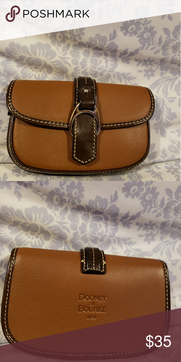 6b2fc231f3d7 Dooney and bourke small purse It good condition if you have any questions  feel free to contact me Dooney   Bourke Bags Mini Bags