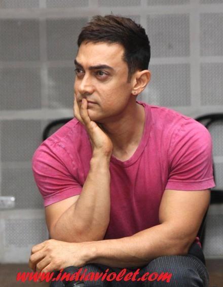 No Hair Style Changes Looks Are Simple Aamir Khan India Violet Aamir Khan Khan Bollywood Actors