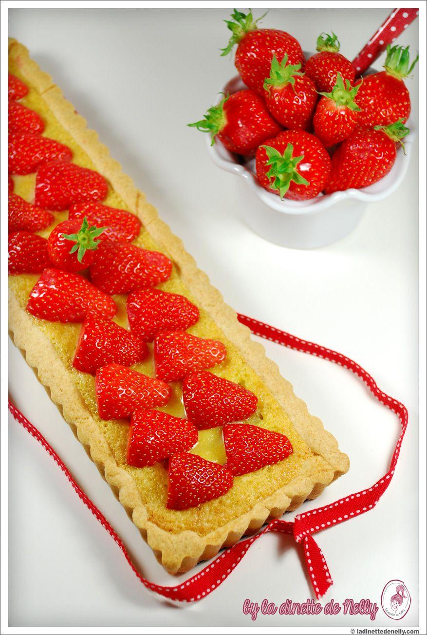 Tarte rhubarbe, fraise et crème d'amandes