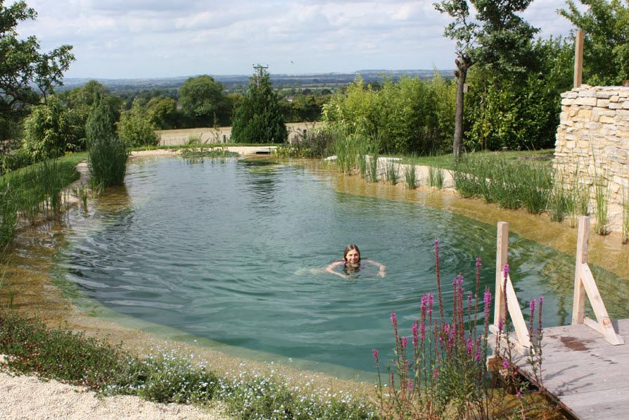 piscine naturelle d bordement nr moreton in marsh gartenart vid os water garden. Black Bedroom Furniture Sets. Home Design Ideas
