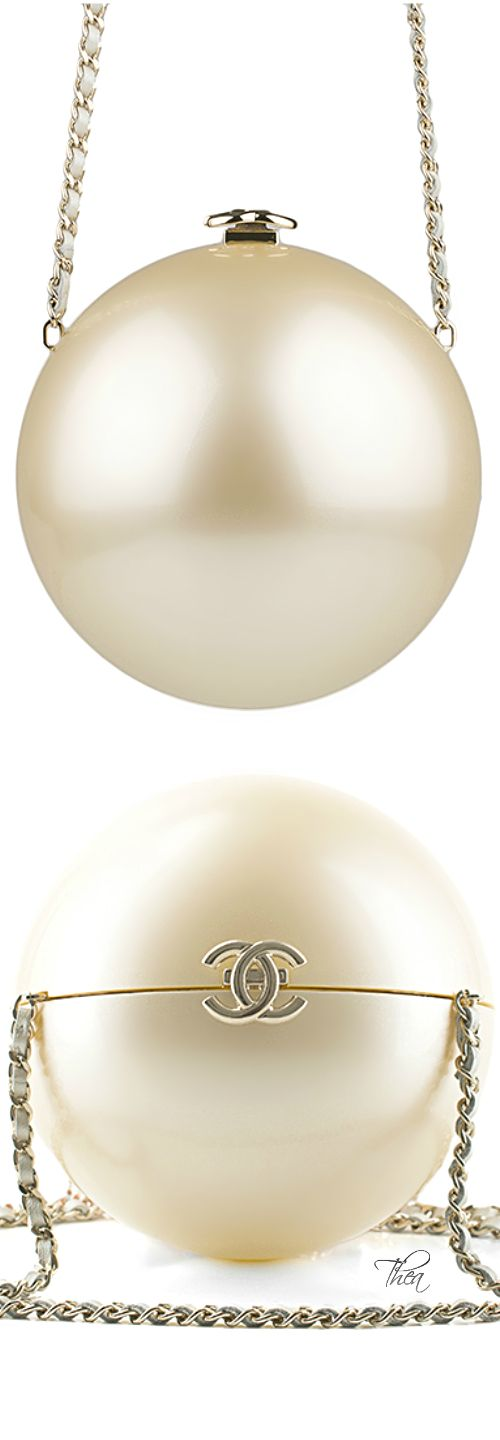 Chanel ● Collector's Edition Runway Pearl minaudiere