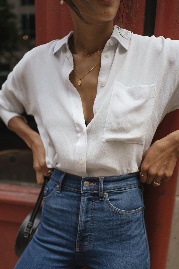 Schlichtes alltägliches Frühlingsoutfit. Weißes Hemd mit blauem Jeansstoff und schlichten ... - #frisuren #springoutfits