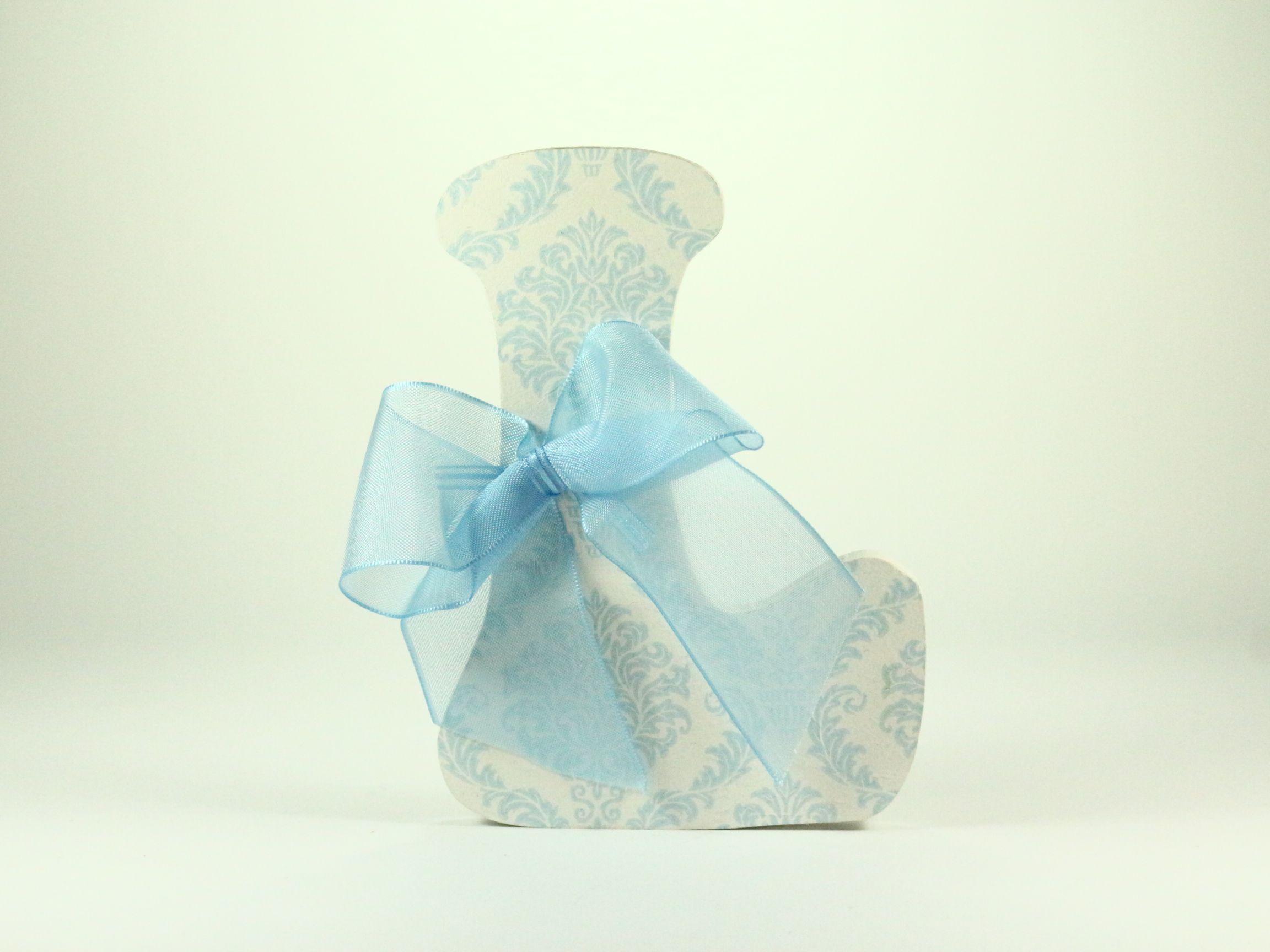 Letras de madera para bebes decoradas con greca celeste y - Lazos para bebes ...